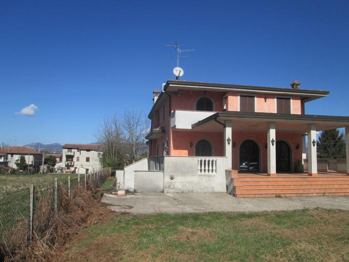 Villa con finiture di pregio