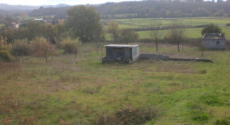 Terreno con fabbricato di civile abitazione